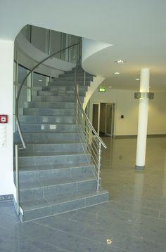 Treppengeländer aus Edelstahl mit gebogenen Durchzügen | Steiner Edelstahl