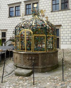 Renesanční mříž na zámku v Jindřichově Hradci.