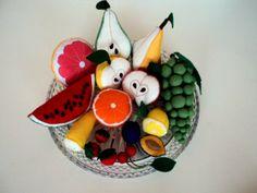 OVOCE Ručně šité ovoce : jablko, hruška, pomeranč, grep, citron, banán, meloun, třešně, jahody ( cena za2 kusy), švestky( cena za 2 kusy). Dekorace, hračka Cena je za 1 kus. Jahody a švestky- cena za 2 kusy. Hrozny je možno zakoupit ZDE.  Další šitá jídla najdete zde.
