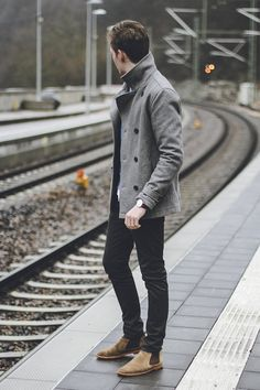 When the situation calls for a casually refined outfit, reach for a grey pea coat and black jeans. Complete your outfit with a pair of tan suede chelsea boots to serve a little mix-and-match magic. Mode Masculine, Mens Long Pea Coat, Men Coat, Tan Suede Chelsea Boots, Fashion Mode, Mens Fashion, Fashion News, Style Fashion, Fashion Menswear