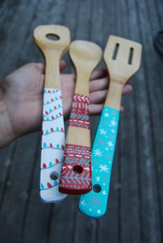 Items similar to Holiday Hand-Painted Wooden Spoons on Etsy – Keep up with the times. Wooden Spoon Crafts, Diy Resin Crafts, Wooden Spoons, Wooden Diy, Wooden Hand, Painted Spoons, Hand Painted, Christmas Open House, Spoon Art