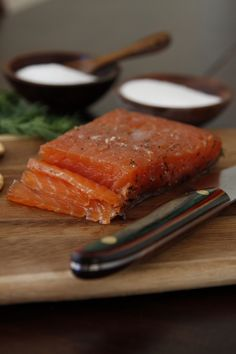 Norwegian Gravlax {Recipe compliments of Norwegian Salmon} What you'll need: 1 approximate pound salmon fillet, skin on 3 tablespoons salt 2 tablespoons sugar 1 tablespoon coarsely ground pepper. Salmon Recipes, Fish Recipes, Seafood Recipes, Cooking Recipes, Norwegian Cuisine, Norwegian Food, Fish Dishes, Seafood Dishes, Sashimi