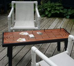 Beautiful, continuous play cribbage board coffee table is a must-have for all cribbage lovers. You wont lose your place on this cribbage table! Wood Projects, Woodworking Projects, Woodworking Videos, Woodworking Furniture, Fine Woodworking, Furniture Ideas, Outdoor Furniture, Coffee Table Games, Coffee Tables
