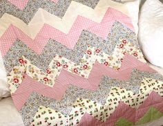 Home Chevron Baby Quilt Tutorial explaining how to sew a chevron zig-zag top for a baby girl quilt.Tutorial explaining how to sew a chevron zig-zag top for a baby girl quilt. Quilt Baby, Chevron Baby Quilts, Chevron Quilt Pattern, Patchwork Quilt Patterns, Baby Girl Quilts, Girls Quilts, Quilt Block Patterns, Pattern Blocks, Quilt Blocks