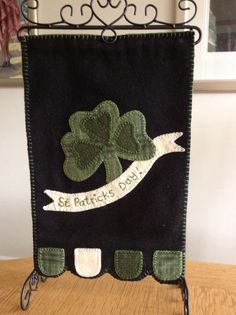DIY banners to sew x Diy Banner, St Patricks Day, Banners, Burlap, Reusable Tote Bags, Sewing, Costura, Hessian Fabric, Couture