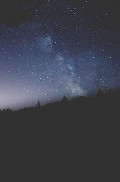 Shared by 𝑎𝑑𝑣𝑒𝑛𝑡𝑢𝑟𝑒 💫. Find images and videos about blue, nature and sky on We Heart It - the app to get lost in what you love. Cosmos, Voyager C'est Vivre, Sky Full Of Stars, Stars At Night, All Nature, To Infinity And Beyond, Nocturne, Milky Way, Stargazing