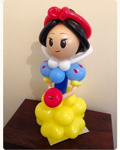 Snow White balloon display. Created by BalloonBlooms.co.uk