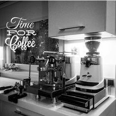 What time is it?..#coffeetimeallthetime #coffeetime #kaffeezeit #kahvezamanı #twitter #coffeeholic #kaffeepause