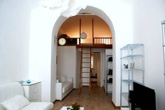 Appartamento a Roma, Italia. Charming loft with vaulted ceiling, fully renovated (March 2016), within a historic building in San Lorenzo district.  55sqm with: living-room with dining, relax and study zones; separated kitchen; bathroom; lovely wooden mezzanine with double bed...