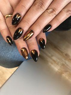 #chromeeffect #chromeflakes #coppergold #pureblack #neonail