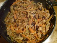 Chinesische Hähnchenpfanne mit Reis