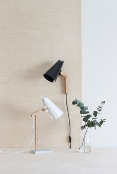 The Filly wall light is easy to direct. The light has an oak support and an origami-like aluminium shade. The wall bracket is painted steel. Filly's interesting origami-li… Light Table, A Table, Table Lamps, Cool Lighting, Modern Lighting, Nordic Lights, Lighting Companies, Street Lamp, Lamp Design