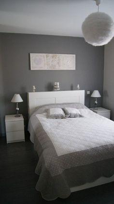 Chambre adulte Blanc Gris Romantique - Mur situé en face de la porte d'entr... - #adulte #blanc #chambre #d39entr #de #en #face #gris #la #mur #porte #romantique #situé