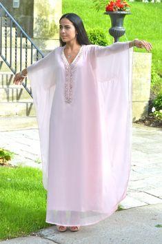 Latest African Fashion Dresses, African Print Fashion, Kaftan Designs, Kaftan Gown, Moroccan Dress, Gown Pattern, Renaissance Clothing, Islamic Clothing, Abaya Fashion