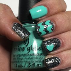Chevron nail art designs have evolved into big nail trends these days. More and more ladies would want a chevron nail art, which really rock and can be worn Get Nails, Fancy Nails, Love Nails, How To Do Nails, Hair And Nails, Sparkle Nails, Glitter Nails, Silver Nails, Gorgeous Nails