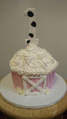 Girls farm smash cake