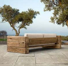 Καναπές με πελεκητή ξυλεία.