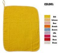 """Asciugamano per scuola materna """"Semplice"""", con Asola di 8 cm per appendere (43x54 cm), lo trovi qui: http://www.coccobaby.com/prodotto/set-asilo/asciugamani-43x54-cm/788/asciugamano-asilo-semplice-colorato"""