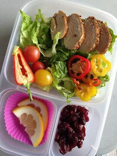 Our EasyLunchboxes Are rocking Monday with a bright and cheery lunch! Chicken on salad greens, peppers and tomatoes.