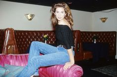 Cindy Crawford / 1994 / vintage fashion editorial / 90s style / fashion icons / mom jeans / high waisted denim / blue jeans / skinny slim jeans / straight cut / sexy / distressed denim / understated cool  / casual style / REDUN