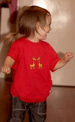 Luomupuuvillainen lasten Into t-paita.  Children's Into t-shirt. Ecologically and ethically produced. Organic cotton.