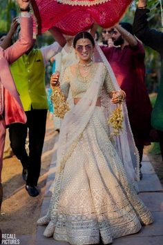 24 Super Ideas For Wedding Design Elegant Bridesmaid Dresses Muslim Wedding Dresses, Elegant Bridesmaid Dresses, Indian Wedding Outfits, Bridal Outfits, Bridal Dresses, Muslim Brides, Muslim Couples, Bridal Looks, Bridal Style