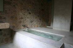 regardsetmaisons: Une maison entre modernité et vieilles pierres à Gérone