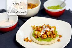 Dit vegetarische recept voor pita's met avocado en geroosterde kikkererwten en bloemkool