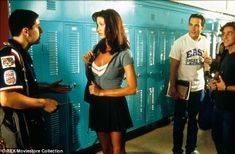 Shannon Elizabeth looks as if she's barely aged since American Pie High School Fashion, 00s Fashion, American Pie Movies, American Pie 1999, Drive Me Crazy Movie, Chris Klein, Clueless Aesthetic, Shannon Elizabeth, Can't Buy Me Love