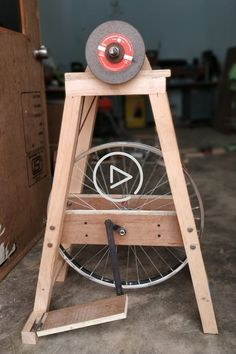Homemade Project Using Bicycle Wheel Woodworking Techniques, Woodworking Projects Diy, Woodworking Jigs, Diy Wood Projects, Diy Projects To Try, Bicycle Wheel, Ideias Diy, Garage Tools, Homemade Tools
