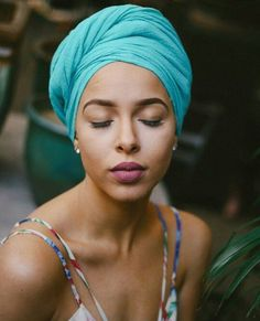 17 Super Ideas for how to wear a scarf in your hair hairstyles headscarves Style Hijab Simple, Curly Hair Styles, Natural Hair Styles, Mode Turban, Hair Wrap Scarf, Head Scarf Styles, African Head Wraps, Turban Style, Bad Hair Day