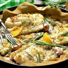 Cabillaud rôti au citron, ail et romarin