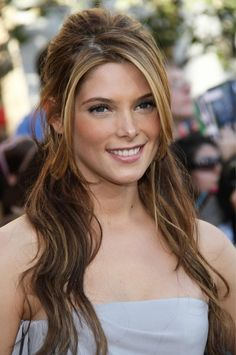 Ashley Greene Pic- Long Slightly Wavy Hairstyle