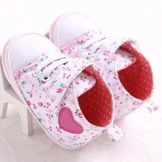 ของดี  รองเท้าหัดเดิน รองเท้าเด็กอ่อน รองเท้าเด็กพื้นผ้า baby shoePrewalker ของใช้เด็กอ่อน รองเท้าทารก รองเท้าเด็กเล็กรองเท้าบูทเด็กอ่อน สีดอกไม้เล็ก ชมพู 11 cm  ราคาเพียง  359 บาท  เท่านั้น คุณสมบัติ มีดังนี้ รองเท้าเด็กหัดเดิน พื้นผ้า& น้ำหนักเบา ใส่สบาย& ใส่ปกป้องเท้าเด็ก จากฝุ่นละออง สิ่งแปลกปลอม ช่วยให้เด็กคุ้นชินกับการใส่รองเท้า สีสวย สดใส เข้ากับชุดง่าย&