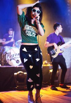Marina and the diamonds on stage [i kinda REALLY love the outfit]