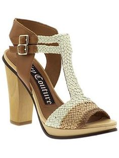 What a great neutral chunky heel sandal for summer!
