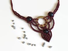 Dark red macrame necklace with brass ring and black agate by Kreativprodukte