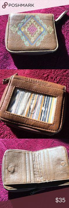 Billabong wallet Billabong wallet with change zipper , money compartment, and credit card holders.  Like new Billabong Bags Wallets