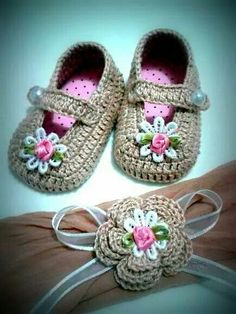 Course-Workshop On How To Make Beautiful Babyshoesideas - Diy Crafts - DIY & Crafts Booties Crochet, Crochet Baby Pants, Crochet Girls, Crochet Shoes, Crochet Slippers, Love Crochet, Crochet For Kids, Baby Knitting Patterns, Free Baby Patterns