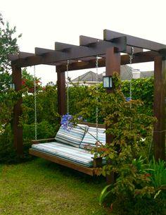 Balanço para curtir o jardim - Juliana Loss Vicenzi Arquitetura backyard design diy ideas Pergola Swing, Pergola Patio, Porch Swing, Gazebo, Pergola Screens, Backyard Patio Designs, Backyard Landscaping, Outdoor Spaces, Outdoor Living