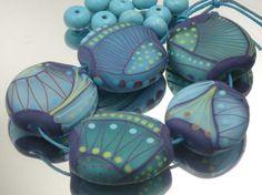 Moogin lampwork bead set etched blue toned batik von mooginmindy
