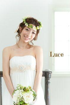 人気のウェディング花冠ヘアアレンジです。ウェディングヘアメイクのルーチェは「オシャレで私らしい花嫁スタイル」をサポートするブライダルヘアメイク・着付出張専門店です。数多くの現場を経験している同世代ヘアメイクを結婚式場に派遣。首都圏出張無料!千葉を中心に東京・神奈川・埼玉はもちろん日本全国出張いたします。