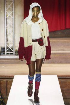 Vivienne Westwood Fall 2019 Ready-to-Wear Fashion Show - Vogue Knit Fashion, Fashion Art, Runway Fashion, Fashion Show, Fashion Design, Fashion Trends, Vivienne Westwood, London Fashion Weeks, Anna Sui