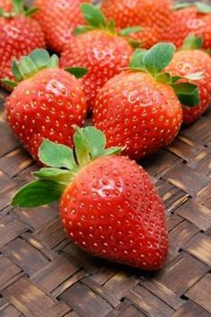 Anti Aging Foods for Skin  Anti aging foods are beneficial for the skin, as the antioxidants in them protect the body against free radicals and flush out the harmful toxins thus keeping it clean. Read on...