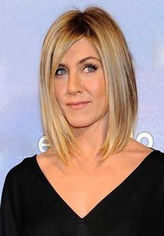 Looking for images of Jennifer Aniston's gorgeous bob hairstyles? Here we have gathered the best images of 20 Jennifer Aniston Long Bob that you will adore! Jennifer Aniston Bob, Peinados Jennifer Aniston, Bob Hairstyles For Fine Hair, Layered Bob Hairstyles, Long Bob Haircuts, Hairstyles Haircuts, Brown Hairstyles, Blonde Bob Haircut, Bobs For Thin Hair