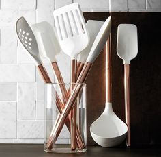 Kitchen decor, kitchen cabinets, kitchen organization, kitchen organizations and of course. The kitchen is the center of the home, so it's important to have a space you love! These pins are my favorite kitchens and kitchen ideas. Kitchen Supplies, Kitchen Items, Kitchen Gadgets, New Kitchen, Kitchen Layout, Kitchen Modern, Kitchen Hacks, Kitchen Reno, Country Kitchen