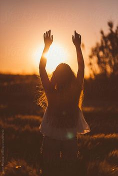 woman saying goodbye to the sun by Javier Pardina - Stocksy United Girl Photo Poses, Girl Photography Poses, Sunset Photography, Worship Backgrounds, Daughters Of The King, Felder, Sunset Pictures, Foto Pose, Photo Instagram