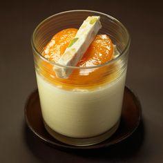Découvrez la recette Mousse au chocolat blanc, abricot et nougat sur cuisineactuelle.fr.