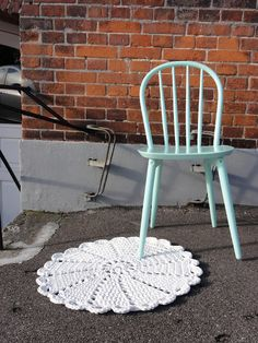 Crocheted doily rug (tarn, t-shirt yarn will be perfect for this!)