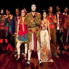 Ang Lo ouve/estuda O Teatro Mágico #ang_loouve